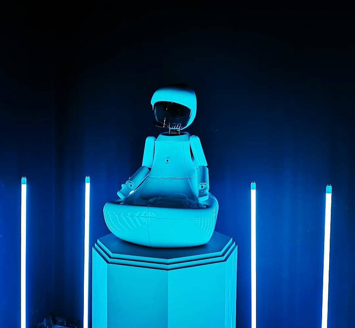 ©, LOVOT LAB, BUDDHA I + STAND I + The monument of robot ethics